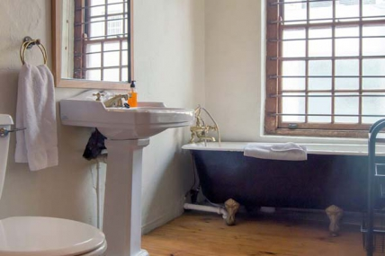 1563_1503492667-846641785_DWKV-classic-2bed-bathroom[1].jpg